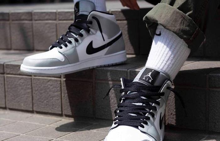 Jordan 1 Mid Smoke Grey Black 554724-092 on foot 02
