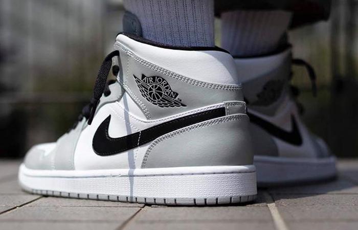 Jordan 1 Mid Smoke Grey Black 554724-092 on foot 03
