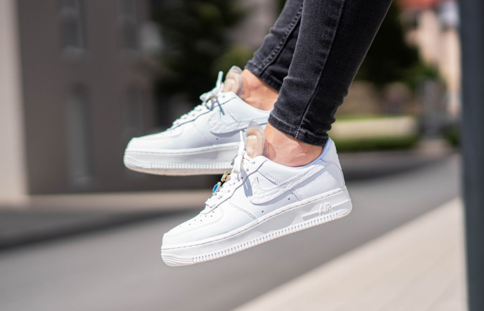 Nike Air Force 1 07 LX Low White Onyx CZ8101-100 on foot 01