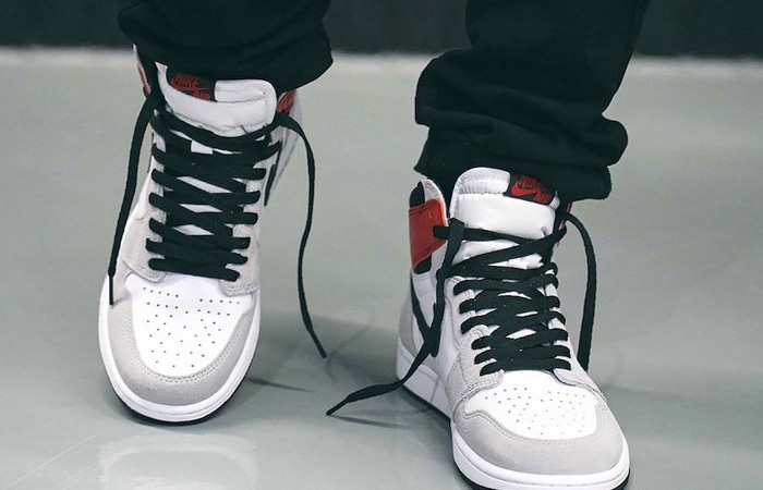 Nike Air Jordan 1 Retro High Light Smoke Grey 555088-126 on foot 02