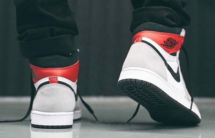 Nike Air Jordan 1 Retro High Light Smoke Grey 555088-126 on foot 03