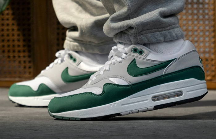 Nike Air Max 1 Anniversary Bottle Green DC1454-100 on foot 01