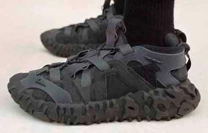 Nike ISPA OverReact Sandal Black CQ2230-001 on foot 01