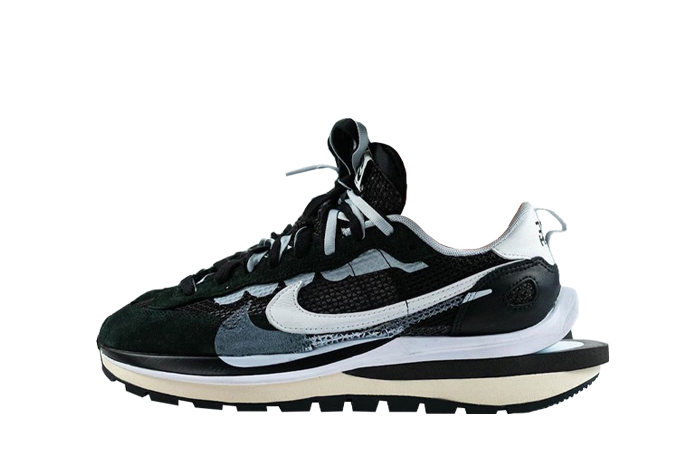 Sacai Nike Vaporwaffle Black White CV1363-001 01