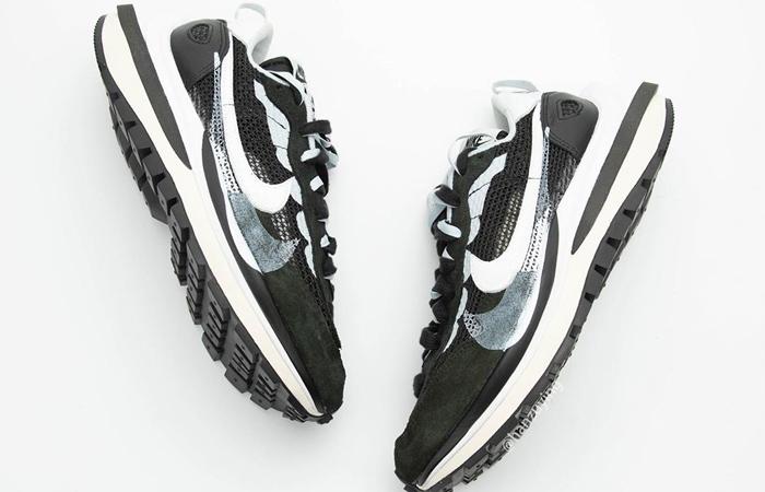 Sacai Nike Vaporwaffle Black White CV1363-001 03