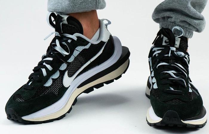 Sacai Nike Vaporwaffle Black White CV1363-001 on foot 02