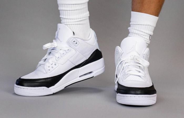 Fragment Air Jordan 3 White Black DA3595-100 on foot 02