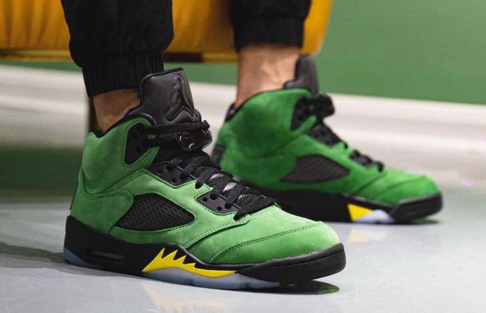 Nike Air Jordan 5 Oregon Green CK6631-307 on foot 01