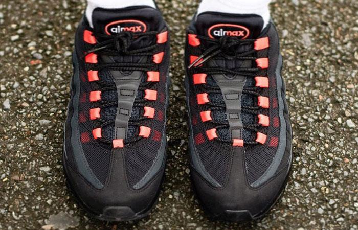 Nike Air Max 95 Black Laser Crimson DA1513-001 on foot 02