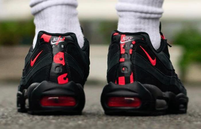 Nike Air Max 95 Black Laser Crimson DA1513-001 on foot 03