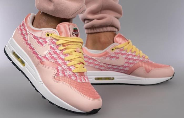Nike Air Max 1 Strawberry Lemonade CJ0609-600 on foot 01