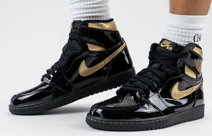 Air Jordan 1 High Patent Black Metallic Gold 555088-032 on foot 01