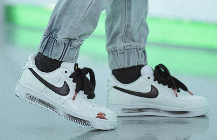 PEACEMINUSONE Nike Air Force 1 Paranoise White DD3223-100 on foot 01