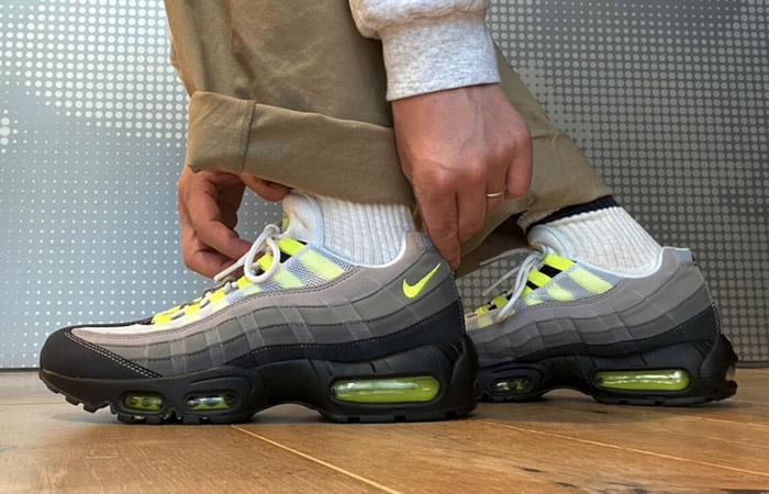 Nike Air Max 95 OG Neon Yellow Light Graphite CT1689-001 on foot 01