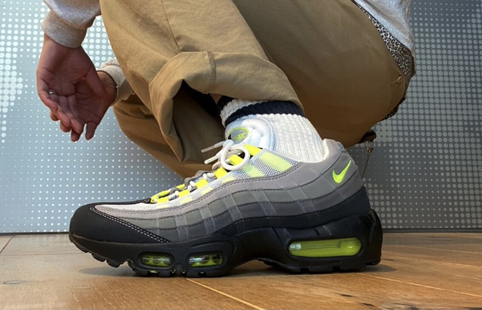 Nike Air Max 95 OG Neon Yellow Light Graphite CT1689-001 on foot 02