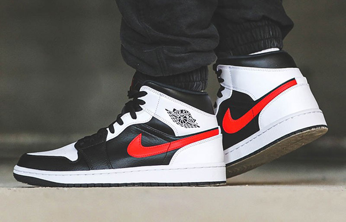 Air Jordan 1 Mid Black Chile Red White 554724-075 on foot 01