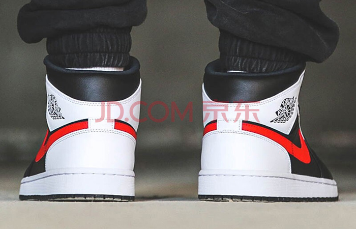 Air Jordan 1 Mid Black Chile Red White 554724-075 on foot 03