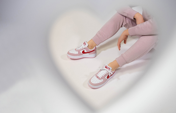 Nike Air Force 1 07 Low Valentines Day Tulip Pink DD3384-600 on foot 02