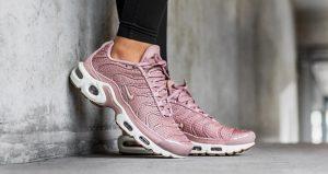 Sale on Nike Air Max Sneakers at Foot Locker 03