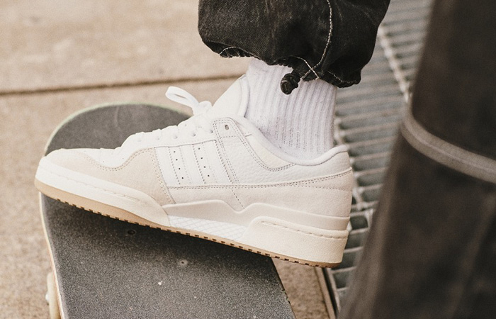 adidas Forum 84 Low Chalk White FY7998 on foot 01
