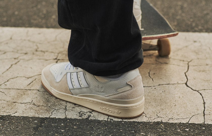 adidas Forum 84 Low Chalk White FY7998 on foot 02