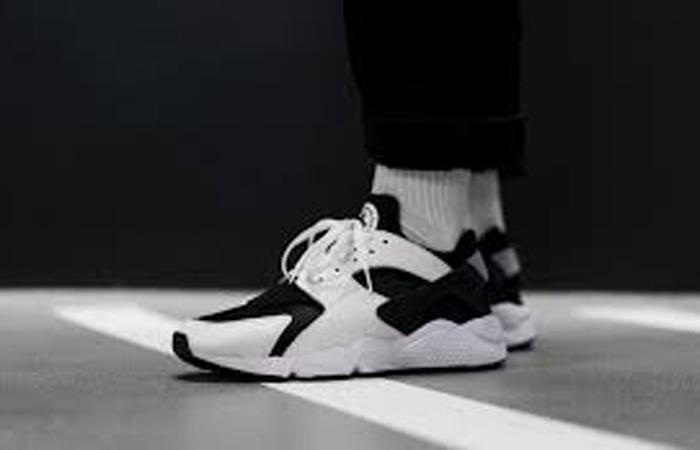 Nike Air Huarache Black White DD1068-001 onfoot 01