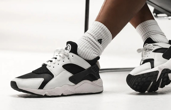 Nike Air Huarache Black White DD1068-001 onfoot 02
