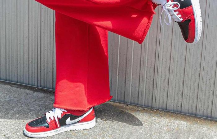 Air Jordan 1 Low Chicago Flip Womens DC0774-603 on foot 02