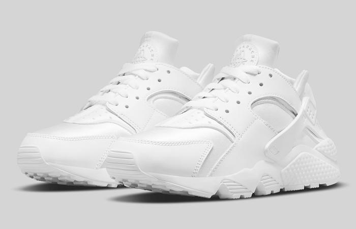 Nike Air Huarache Triple White DH4439-102 02