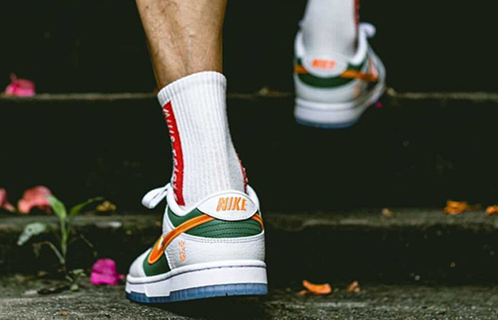 Nike Dunk Low NY vs NY Sage Green White DN2489-300 on foot 03