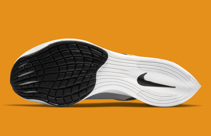Nike ZoomX Vaporfly Next% 2 BRS White Gold DM7601-100 down
