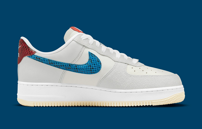 Undefeated Nike Air Force 1 Off White DM8461-001 right