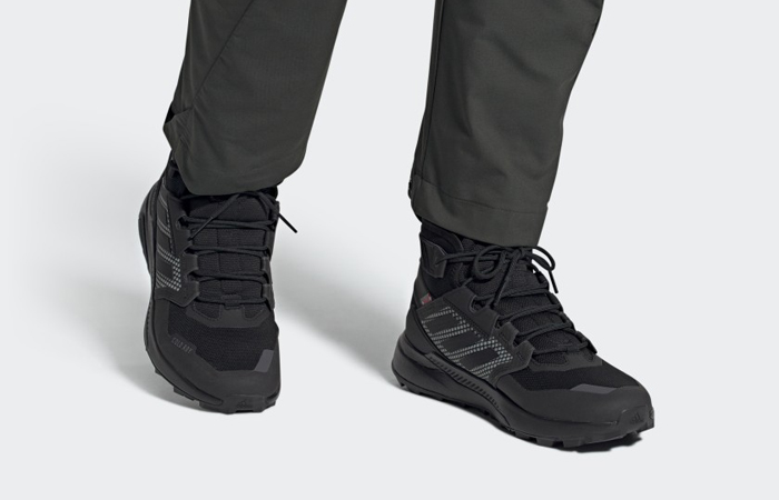 adidas Terrex Trailmaker Mid Cold Hiking FX9286 on foot 01